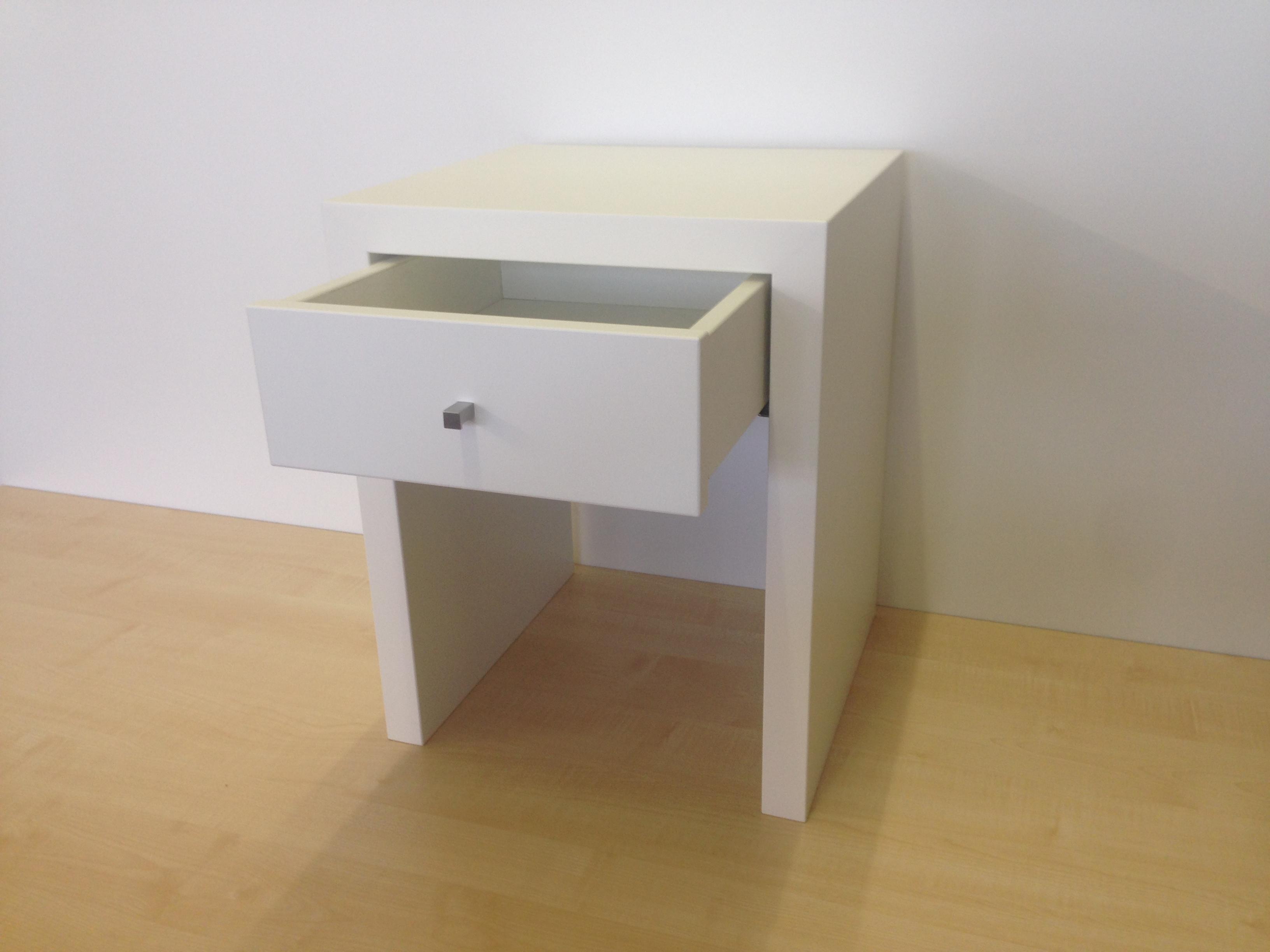 nachttisch beistelltisch mit schublade lackiert weiss. Black Bedroom Furniture Sets. Home Design Ideas